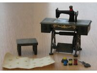 Vintage Sylvanian Families Original 'SINGOR' SEWING MACHINE & ACCESSORIES EPOCH 1987