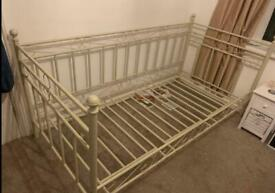Single bed daybed day bed