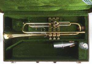 """Getzen """"300 Series"""" Bb Trumpet Outfit"""