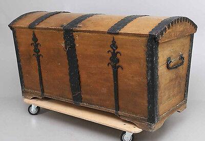 Barock Truhe - Eiche - geschmiedete Beschläge - um 1700