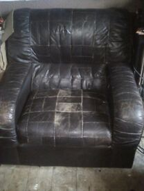Super comfy brown leather armchairs + sofa FREE TO COLLECT