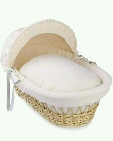 Kinder valley Cream Dimple with natural Wicker moses basket with FREE Deluxe Rocking stand.