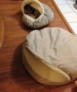 Snoozer covered pet bed