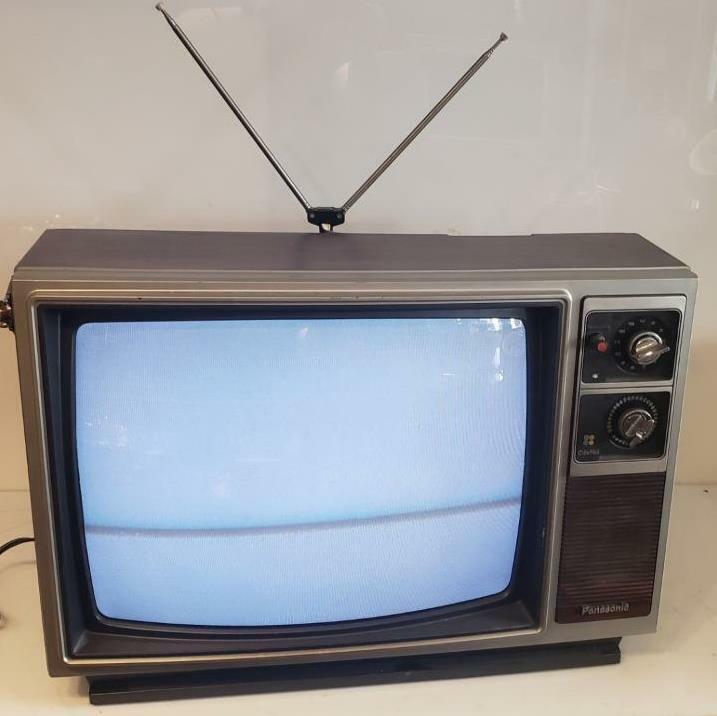 """Panasonic TV CT-9012A 18"""" 1983 Retro Gaming CRT Woodgrain Rabbit Ears VHF UHF"""