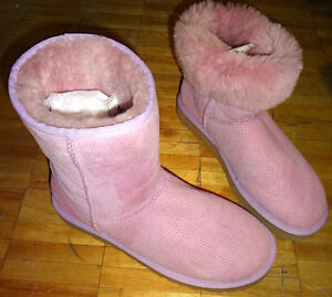 NEW RARE 100% AUTHENTIC LADIES LIGHT PINK CLASSIC II BOOTS