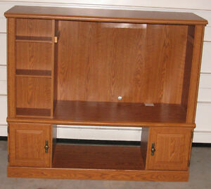 FLAT SCREEN TV CABINET/ENTERTAINMENT CENTER