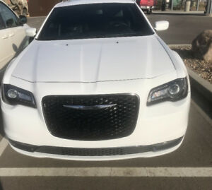 Mint Chrysler 300s very low km!! Only 27,500 obo