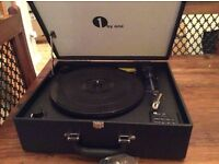 VINTAGE RETRO STYLE RECORD PLAYER/TURNTABLE, BRAND NEW IN BOX