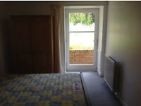 Double Bedroom available in furnished 2bed flat in lovely Strathbungo area