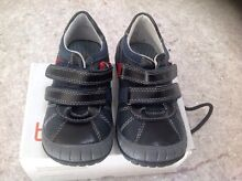 Betts kids boys size 7.5 shoes Robina Gold Coast South Preview