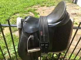 "BARGAIN Bates caprilli cair 17""black leather saddle , changeable gullet system ,"