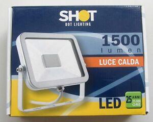 Faretto-led-faro-luce-calda-1500-LED-3000K-20W-fascio-100-IP65-MIAMI20BW-nuovo