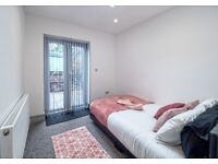 COUPLES MODERN ENSUITE ROOMS IN HENDON CLOSE TO STATION AND PARKING AVAILABLE.