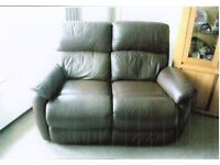 EXCELENT 3 PIECE RECLINING BROWN LEATHER SUITE (2 SEATER SETEE +2 AIRMCHAIRS) EXCELLENT CONDITION