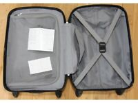 Samsonite Spinner Hand Luggage Suitcase. Hard case. Combination lock. Very clean. Hardly used.