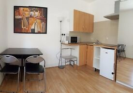 Double room to rent in East Acton, West London. 1 minute fron the central line, also couples