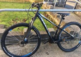 Cube CMPT 27.5 SL Size 14 inch Frame fits persons from 5ft to 5ft 10 inches Bargain £260