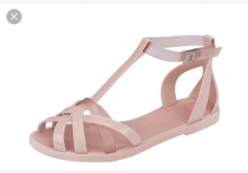 1593128ea4bd Brand new Zaxy jelly shoes size 5