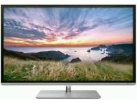 """STYLISH BOXED 32"""" TOSHIBA SMART LED TV with HD FREEVIEW and EPG."""