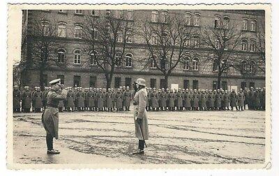 13/287 AK FOTO SOLDATEN STAHLHELM KASERNE