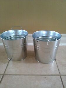 Set of 2 metal planter pot hanging decor indoor/outdoor use NEW London Ontario image 1