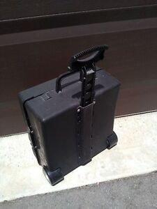 Hotwheels car storage suitcase carrying case system container London Ontario image 4