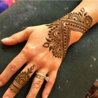 Professional and affordable henna artist