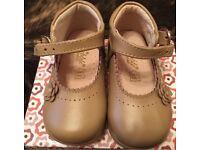Baby girl shoes size 4 (EU 20)