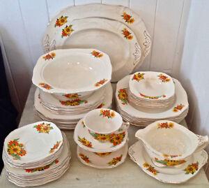 Antiquité  Set de vaisselle en porcelaine d'Angleterre 48 pièces