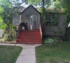 1 bedroom off whyte ave close to U of A utilities included