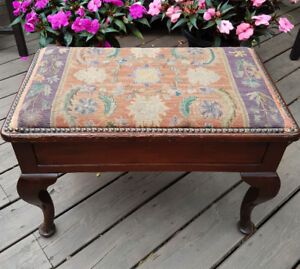 QUEEN ANNE STYLE ANTIQUE WALNUT PIANO/DRESSING TABLE BENCH