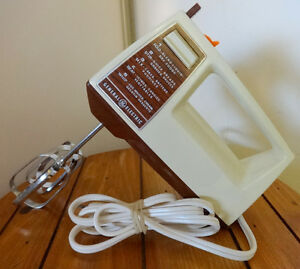 GENERAL ELECTRIC Vintage Hand Mixer // Made in Canada / Retro Midcentury Decor / Kitchen Appliance Dark Brown Staging