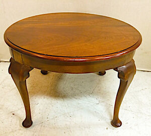 403: Antique Round Mahogany Table with Elegant Queen Anne Legs
