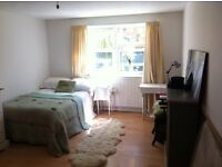 BRIGHTON CENTRE. Huge DOUBLE/TWIN room ideal for COUPLE or FRIENDS sharing. ALL BILLS INCL.
