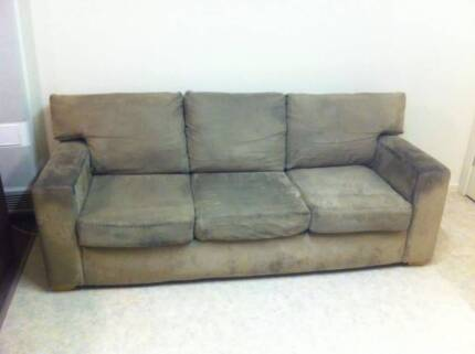 2m 3 seater couch no rips want sold asap $50 firm! Echuca Campaspe Area Preview
