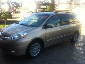Selling 2007 Toyota Sienna XLE AWD Limited edition