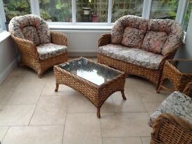 5 piece conservatory set 2x chairs 1x 2seater 1x coffee table and 1x lamp table