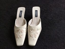 Cream shoes with embroidered and beaded detailing, size 5