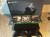 Xbox One X 1Tb 2 controllers 3 Games