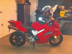 Summer is here, it's time to enjoy it! Honda VFR800