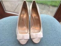 Peep toe bridal/occasion shoes in ivory- size 5