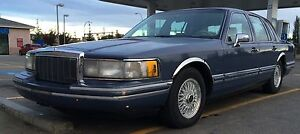 Lincoln town car touring loaded 700.00$