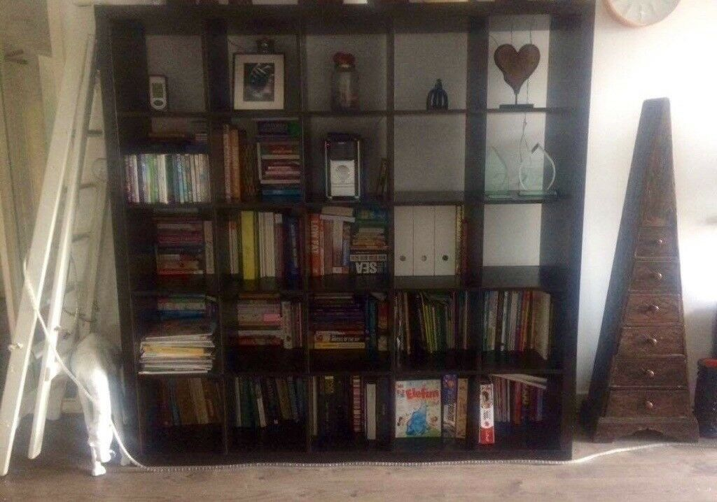 Bookshelf / shelving unit