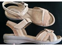 CLARKS PRETTY ARTISAN TAN LEATHER SANDALS SIZE 3.5 WIDE FIT RRP £45.00