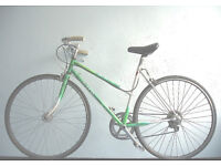 Gorgeous Ladies Lightweight Dutch Style 7 speed bike, Serviced with new tyres