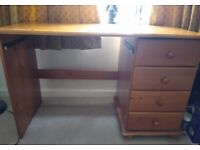 Wooden desk with 4 draws