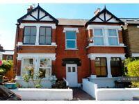 1 bedroom flat in Junction Road, South Ealing/Brentford, TW8 (1 bed) (#1110551)