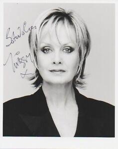 TWIGGY-LAWSON-signed-10x8-photo-60s-Fashion-Icon-CATWALK-MODEL-COA