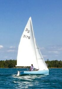 "17"" O'DAY DAYSAILER-LEGENDARY GREAT SAILING BOAT"