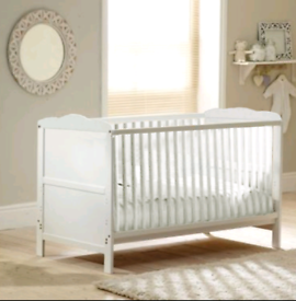 4 Baby Classic Cot Bed